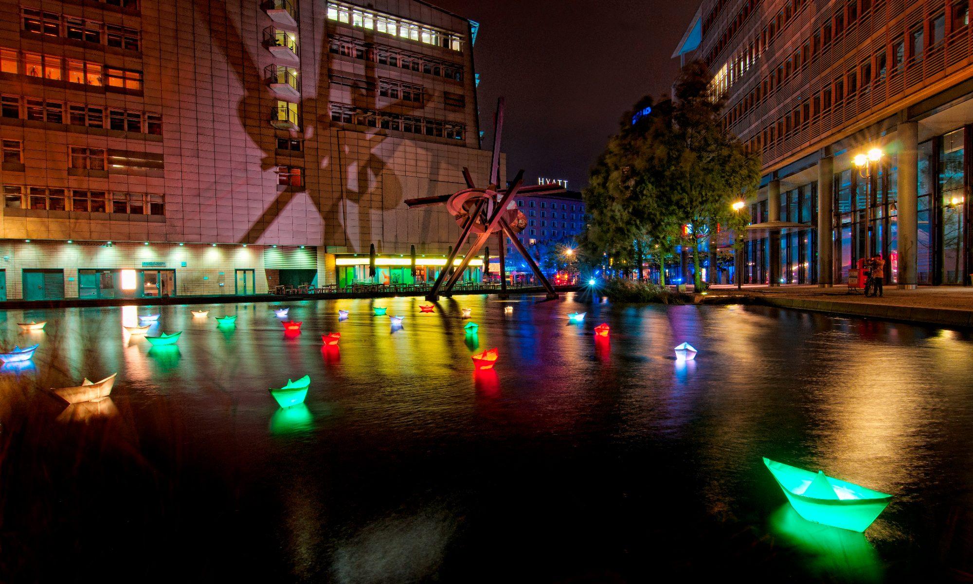 Potsdamer Platz ◆ Schiffchen auf dem Pianosee